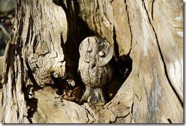 Holzschnitzerei im Stamm