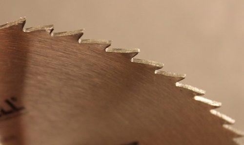 geschränkte Zahnspitzen beim Kreissägeblatt